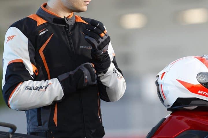 Las mejores marcas de equipación de moto para competiciones
